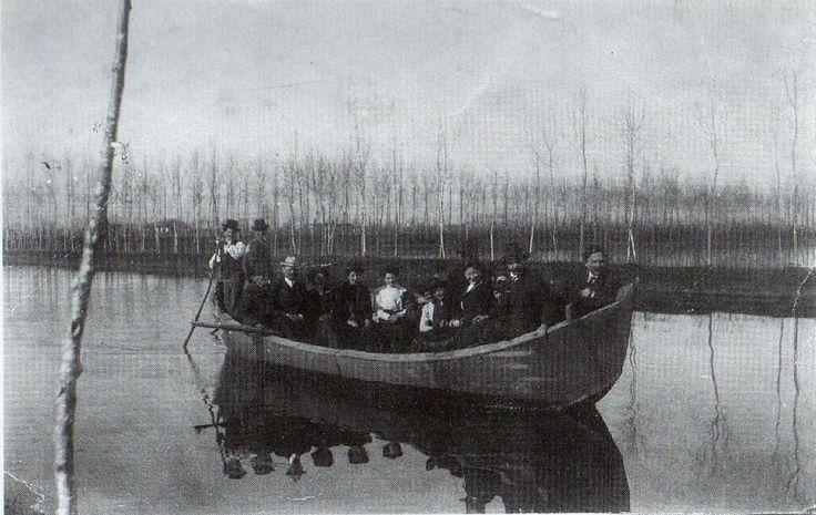 """Gita in barca per Pasqua. L'itinerario era da """"Capannone"""" a """"Massarella"""" - primi anni '20."""
