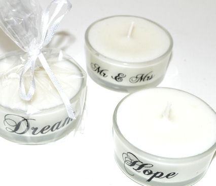 Candles as #Wedding #Favour (gift for guests) ♡ Your Complete Wedding Ceremony & Reception Guide ... for brides, grooms, parents & planners ♡ https://itunes.apple.com/us/app/the-gold-wedding-planner/id498112599?ls=1=8 ♡ Weddings by Colour ♡ http://www.pinterest.com/groomsandbrides/boards/