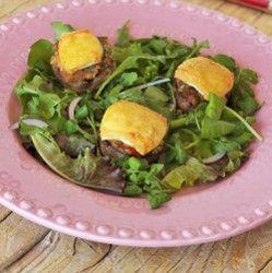 Cogumelos recheados com cobertura de queijo brie