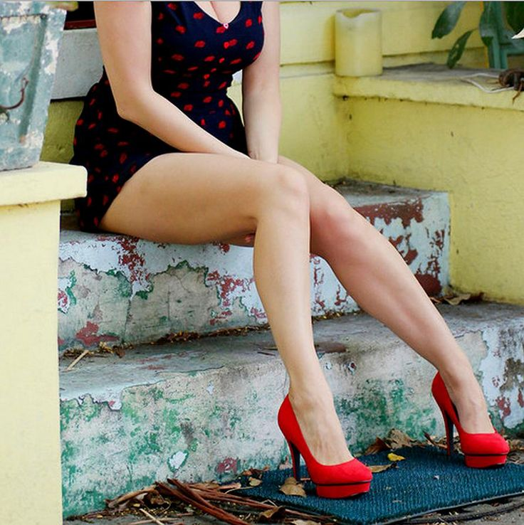 street heels: Girlfriends Wif, Kelly Brooks, Life Well, Babes Miniskirt Dresses, Posts, Makeup Nails Fashion, Kellybrook, Red Pumps, Well Suits