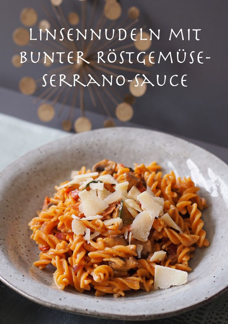 30-Minuten-Rezept: Linsennudeln mit bunter Röstgemüse-Serrano-Sauce   Das Rezept gibt's auf: www.sarahs-greenfield.blogspot.com