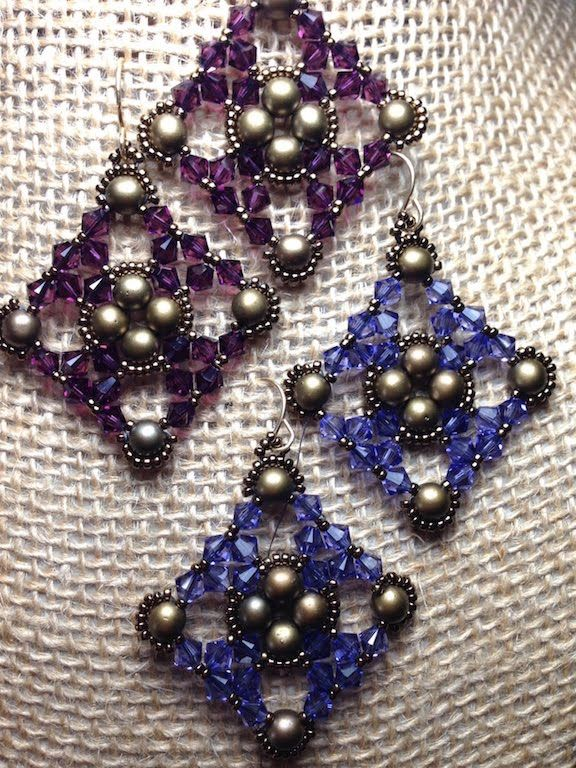 Here's great tutorial to help you make these great earrings!  Get your crystals on sale this week!  https://www.youtube.com/watch?v=bQdceZviXXc&feature=share&utm_content=bufferb9e78&utm_medium=social&utm_source=pinterest.com&utm_campaign=buffer