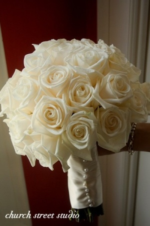 White roses! Bridal Bouquet flowers! :) by mandy