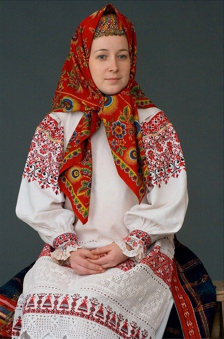 Festive costume of a young married woman from Kaluga Province, Russia. Early…