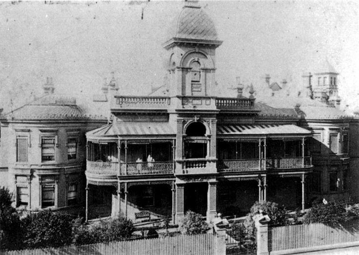 Maramanah,Darlinghurst , Built 1882,demolished1954 .It was on the corner of Macleay St & Elizabeth Rd.