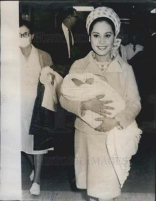 1967-Press-Photo-Indonesian-President-Sukarnos-wife-and-baby