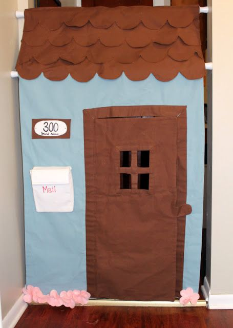 Hallway playhouse! I wish I had had this with my kids.  Could do a puppet theatre this way too....maybe in opening of hallway/closet.