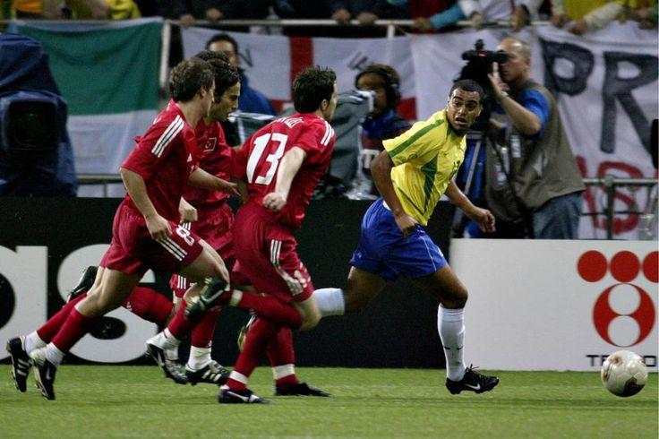 """Os memoráveis jogos das copas de 58, 62, 70, 94 e 2002, anos em que o Brasil foi camepaõ, são o tema da exposição """"Craques das Copas – o fantástico mundo do futebol"""", em cartaz na Alerj a partir do dia 22, de maio. A mostra coletiva reúne 40 fotografias do acervo da Agência O...<br /><a class=""""more-link"""" href=""""https://catracalivre.com.br/rio/agenda/gratis/craques-das-copas-sao-tema-de-exposicao-na-alerj/"""">Continue lendo »</a>"""