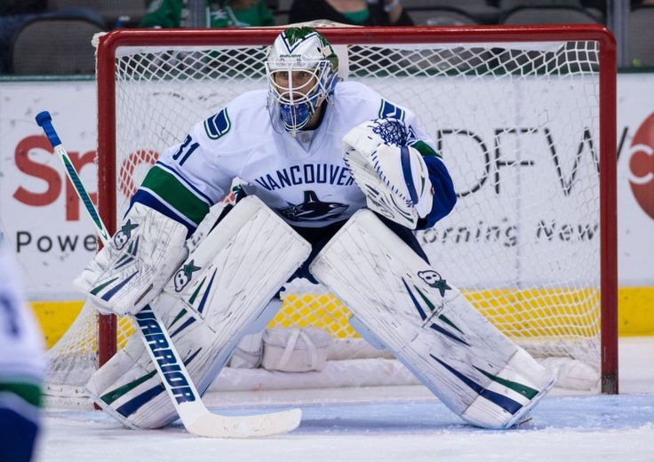 Pros and Cons of Trading Each Canucks Goaltender - http://thehockeywriters.com/pros-and-cons-of-trading-each-canucks-goaltender/