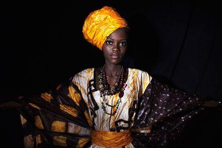 De costumbre tradicional y religión musulmana, en el Sahara se encuentra una comunidad donde mandan las mujeres: los tuaregs. Ésta pueden tener varias parejas, se quedan con las propiedades tras el divorcio y son claves en las decisiones políticas.