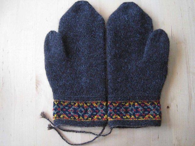 Ravelry: Baritono's Birthday Mittens in Twined Knitting