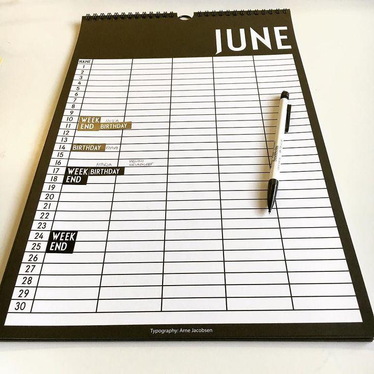 Vihdoin se löytyi! Tätä kalenteria olen metsästänyt ympäri maailmaa (kirjaimellisesti). Kiitos Oslon lentokentän etsintä päättyi.  Silmä lepää vaikka kalenteri täyttyy  #arnejacobsen #arnejacobsendesignletters #designletters #designletterscalendar #calendar #seinäkalenteri #kalenteri #organizing #design #myhome #home #homedecor