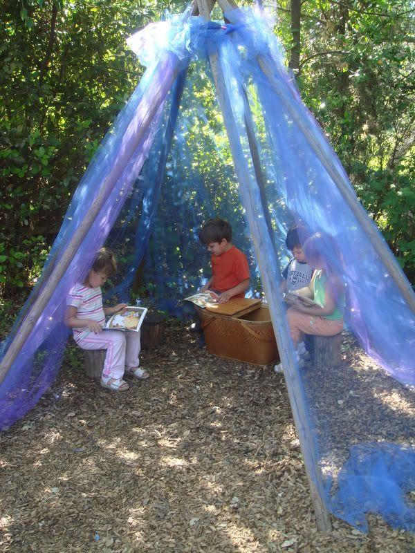 En el patio de la escuela también podemos construir un espació para la lectura al aire libre
