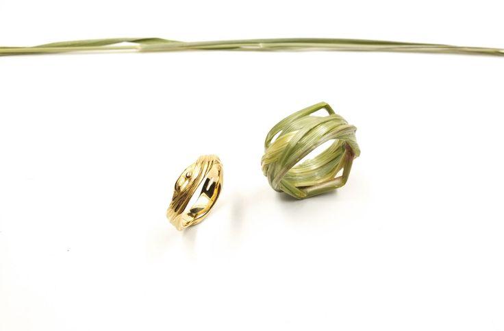 <em>Grasring Nr. 205</em> [grass ring nr. 205], 2014. 750 gold. Ca. 827–2200 €, unique copies plus 200 €.