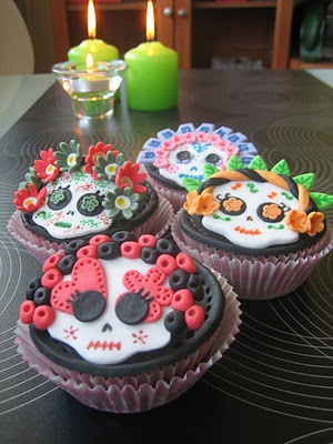 ♥ ♥ Love Cupcakes Vigo ♥ ♥: Cupcakes de manzana y nueces con calaverita de sugar paste