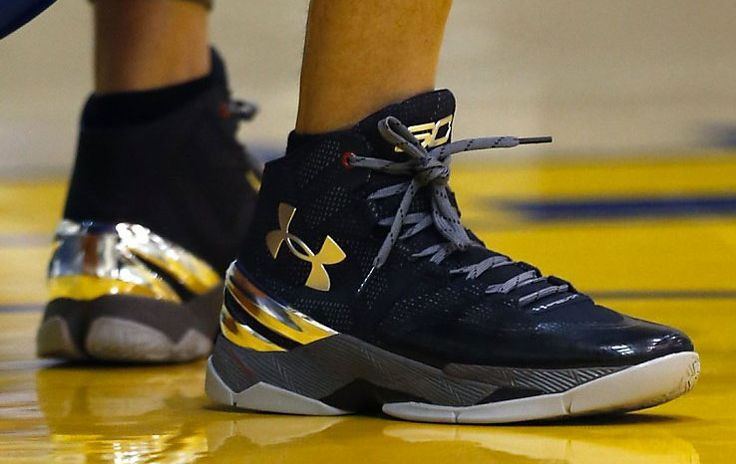 Stephen Curry wearing the Black/Silver Under Armour Curry 2 (1)