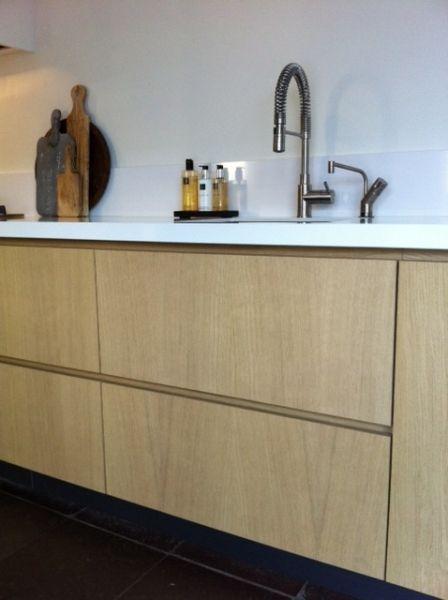 Eiken Vloer Keuken : Keuken wit blad, eiken deur en hardsteen vloer My home