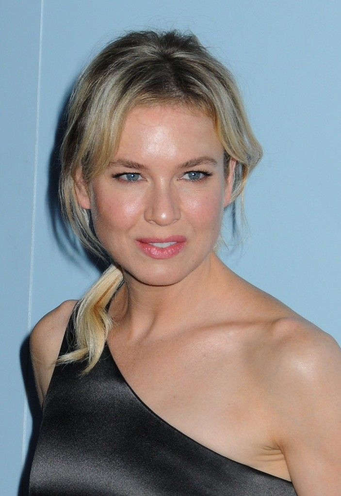 Renee Zellweger's low loose ponytail hairstyle