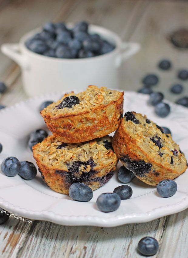These Blueberry Baked Oatmeal Singles make a perfect, healthy grab-and-go breakfast with hearty oatmeal and bursts of fresh blueberries - only 101 calories or 3 Weight Watchers SmartPoints each! www.emilybites.com