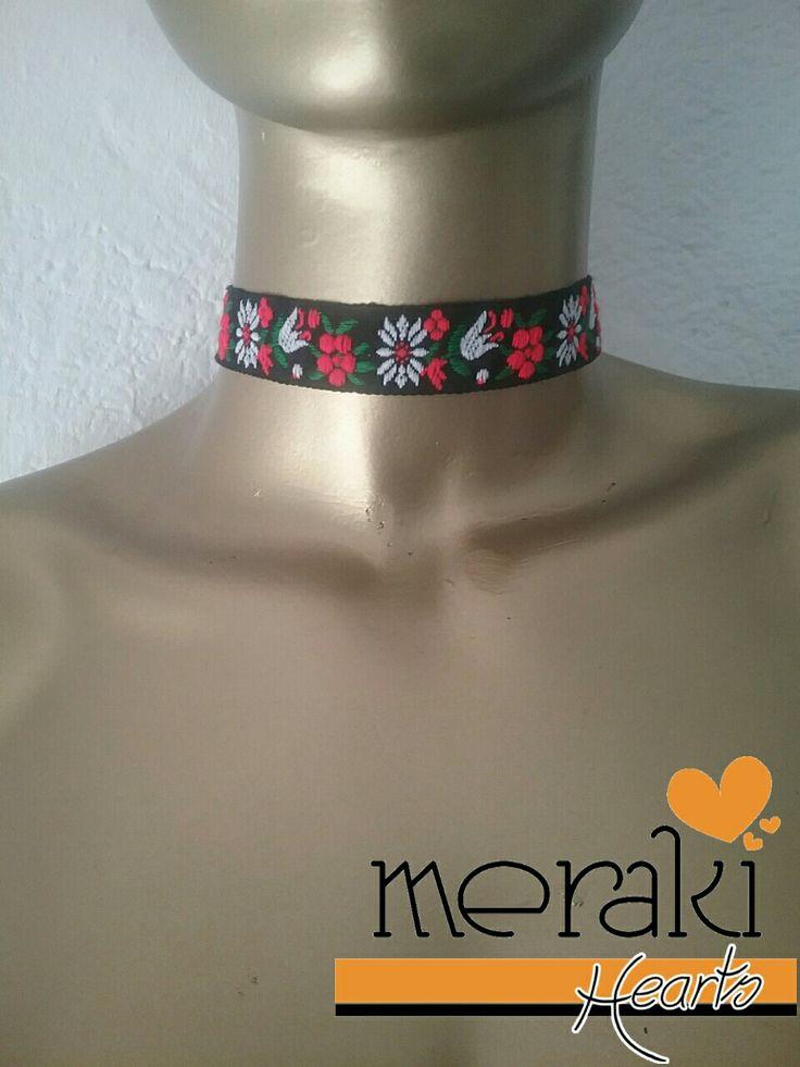 Choker negro con flores  Disponible  venta ❤❤ Contactanos por facebook: Merakihearts  Whatsapp :3317773592 o 3319465357  #merakihearts #chokers #modagdl #fashiontrends #gargantillas
