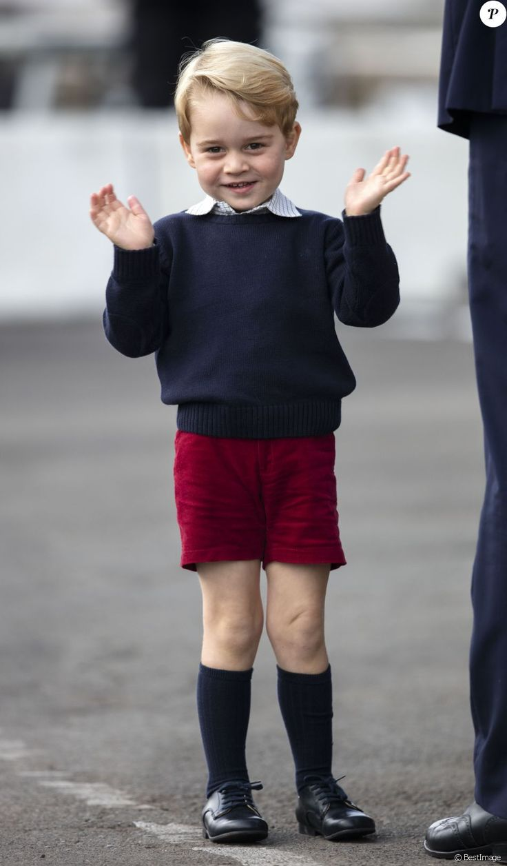 Prince George of Cambridge at the departure of his family from Canada, on October 1, 2016 in Victoria, after their official visit.