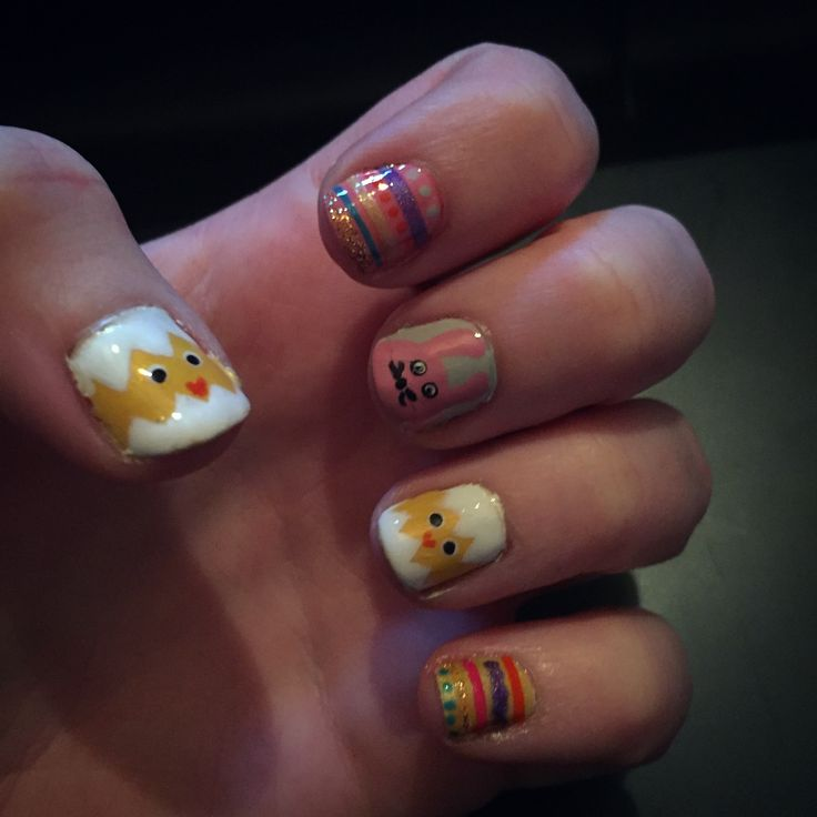 Chicken easter nails.