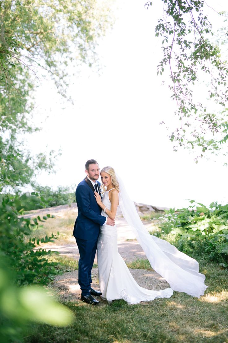 Gorgeous 2016 couple at Legends Estates Winery in Beamsville ON