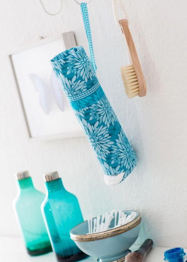 So richtig schön sind die Plastikverpackungen der Wattepads im Badezimmer ja bekanntlich nicht. Aber hier gibt es eine tolle Lösung um sich eine richtig schnieke Wattepadplastikverpackungsversteckhülle zu nähen.