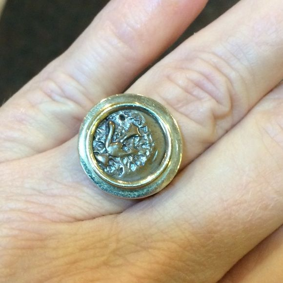 10kt ancient widow 's mite ring This is 10kt yellow gold. Size 6 1/2. Some scratches from wear but nothing deep. I have the paperwork and need to sell. PRICE IS FIRM AND I Will NOT Negotiate. beautiful piece of history.  Bought from JTV back in 2006. CANNOT BE BUNDLED Jewelry Rings