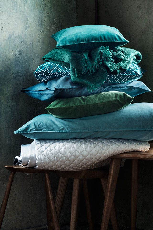 Cushion cover in cotton velvet with piping at edges. | H&M Home