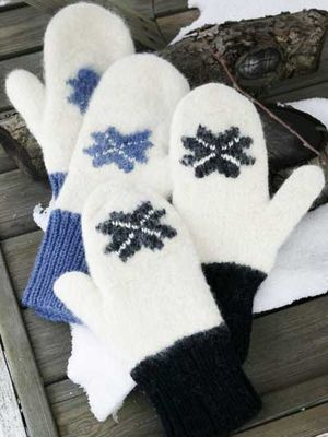 Knitted and then felted mitts | Neulotut ja huovutetut lapaset Novita Joki ja Isoveli | Novita knits