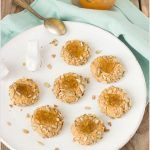 Biscotti pollicini con farina di castagne, sciroppo d'acero e marmellata di mandarini