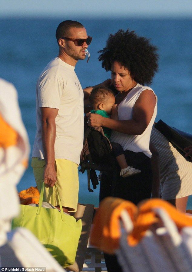 Grey's Anatomy Actor, Jesse and his wife Aryn spend the day with daughter Sadie at the beach.