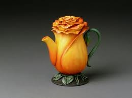 Yellow Rosebud Teapot. (Another link with dead pics)