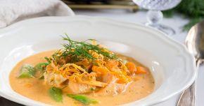 Snabb och god fisksoppa med färdig soppbas från Abba med vitt vin och hummerfond. Toppa soppan med rostade morotsstrimlor och du får en riktig lyxig vardagsmiddag!