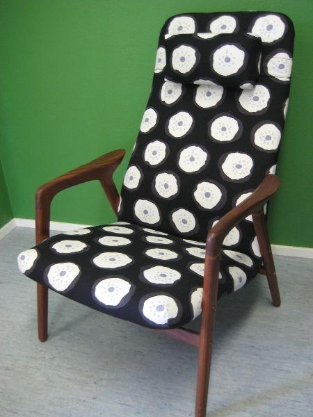 Askon nojatuoli uudelleenverhoiltiin Marimekon kankaalla.