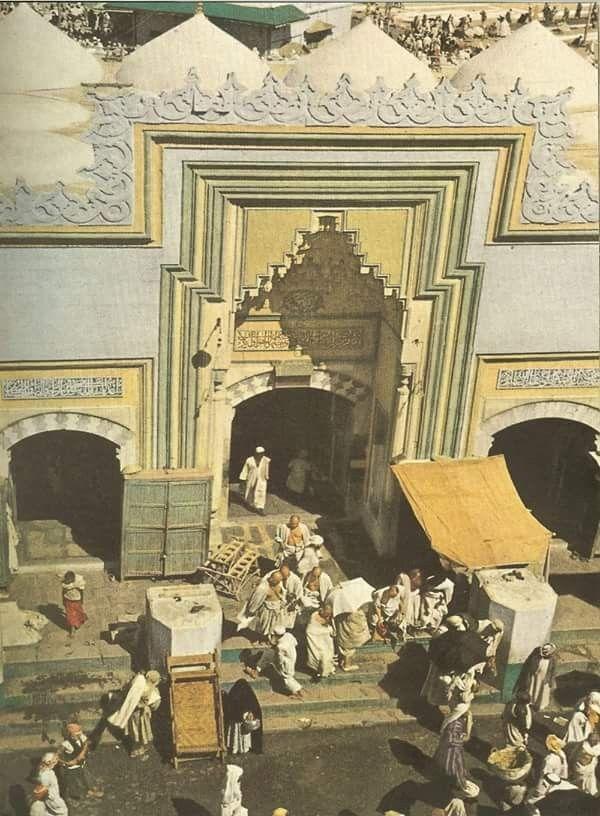 باب اخر من أبواب المسجد الحرام بمكة المكرمة حج عام 1953 Makkah Islamic Art Rare Historical Photos