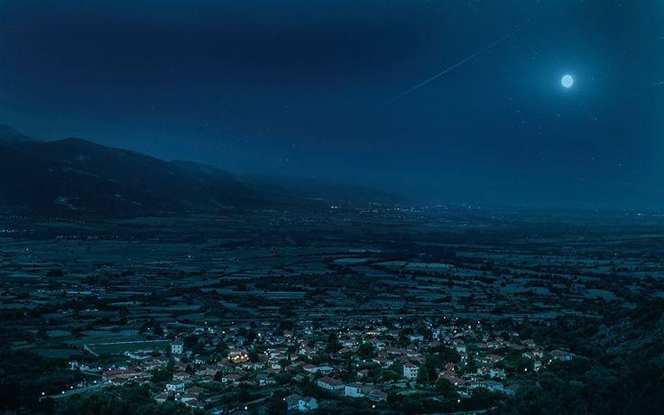 H Mικρόπολη κάτω από το φώς του φεγγαριού. Photo taken by Theodoros Petalas.