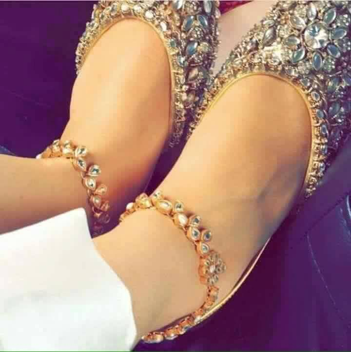 Kundan Khussa / Mojari For order and details visit https://www.facebook.com/HerShopping.pk/