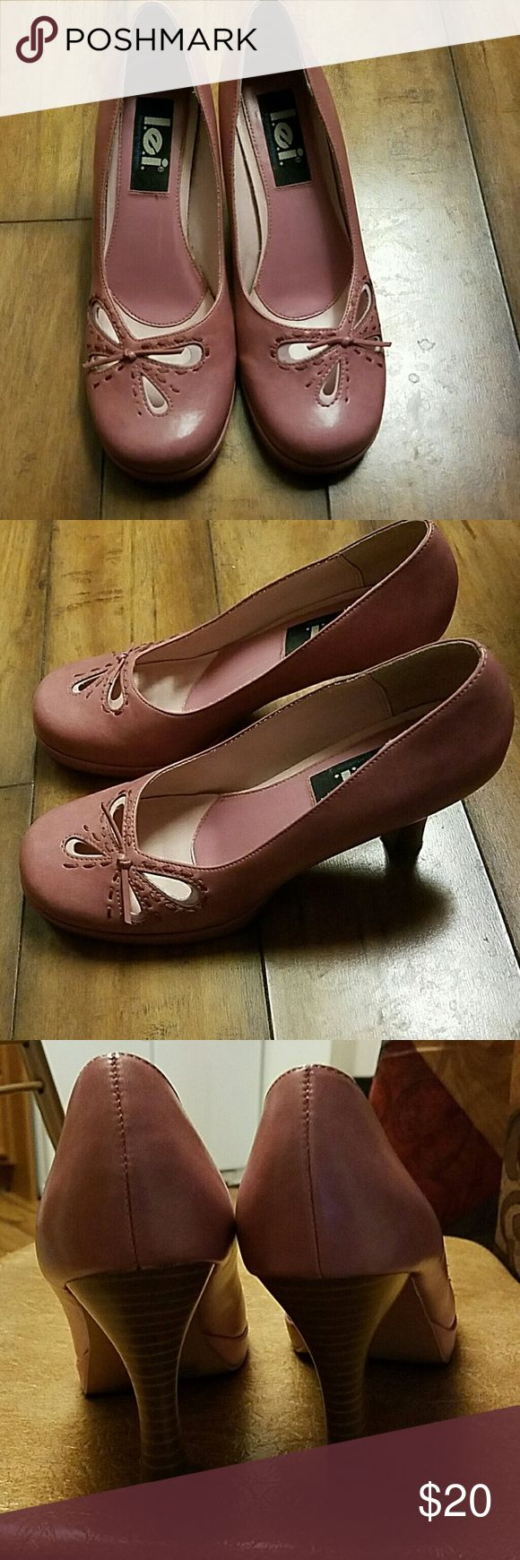 Ladies Shoes size 8.5 Ladies cute rose colored shoes... Great shape, size 8.5.. Additional pics available upon request. Shoes Heels