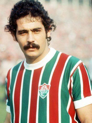Rivellino com a maravilhosa camisa do Fluminense da década de 1980.