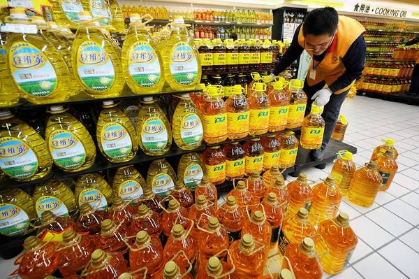 """""""Everything needs oil,"""" said a Beijing steamed bun vendor who gave only his surname, Chen. """"Especially the vegetarian buns. If you don't put oil, it won't taste good."""" China worries about social fallout of soybean oil price jump.  News that the U.S. Midwest drought could cause the price of China's beloved soybean oil to skyrocket leaves the nation looking for ways to ensure price stability. Lack of frying oil to increase life span 10 years. China plans war to get soybean oil."""