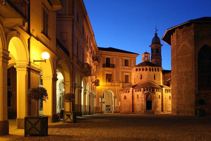 Portici  di Palazzo Oropa e Battistero