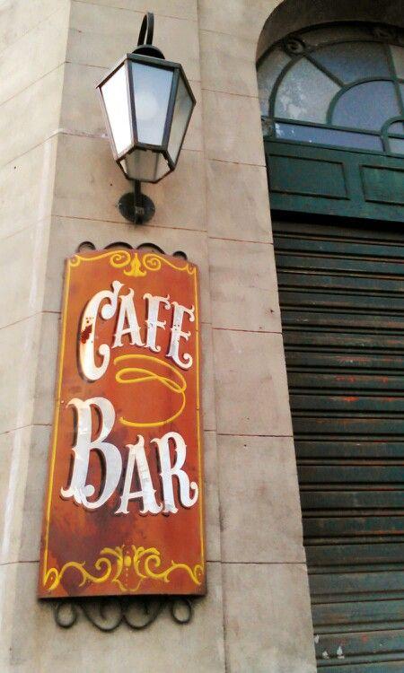 Viejo Café Bar en el barrio Meridiano V de la ciudad de La Plata,  Argentina.