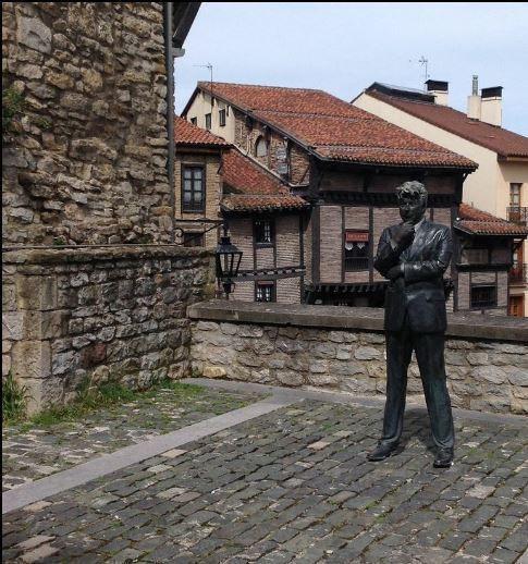 Ken Follet vigilas las obras de la catedral de Santa María en Vitoria Gasteiz Foto Euskadi-BasqueCountry