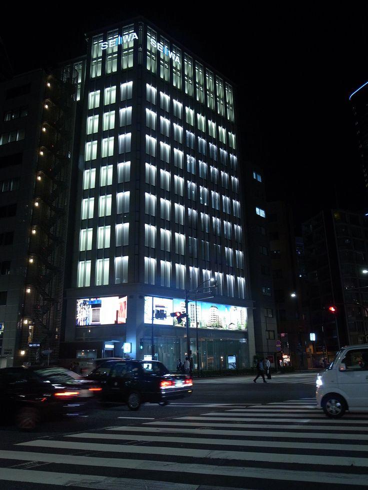 窓辺の夜間照明@淡路町交差点