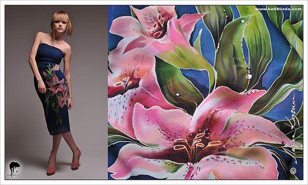 Синее платье «Розовые лилии».