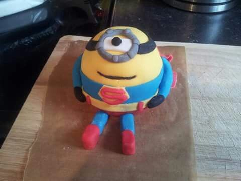 Superhero minion mini cake