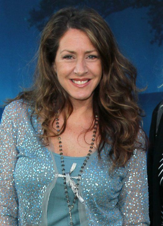 Actress Joely Fisher is the daughter of entertainer Eddie Fisher, and the half-sister of actress Carrie Fisher. Her mother is actress Connie Stevens