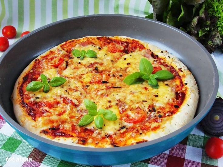 Pizza z patelni - kulinaria obiad,pizza - kobiece inspiracje